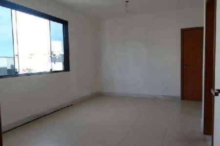 Pronto, entrega imediata. Ótima localização, fácil acesso, comércio variado. Prédio em textura com detalhes em granito, 7 pavimentos sendo 2 por andar, água e gás individuais, aquecimento solar, captação e reaproveitamento de água, isolamento acústico, elevador e 2 vagas de garagem em linha, cobertas e demarcadas. Apartamento: Sala para 2 ambientes com piso em porcelanato. 3 quartos com piso em porcelanato, sendo 1 suíte. Banho social e suíte com piso e bancada em granito. Cozinha com piso e bancada em granito. Área de serviço e banho de empregada. Apto com 136m² de área útil sendo 80m² de área coberta e 56m² de área descoberta.    Atualizado em 21/04/2017.