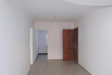 PRONTO PARA MORAR Prédio 100% revestido. Área privativa com sala para dois ambientes com piso em porcelanato e teto rebaixado e decorado. 2 quartos com piso em porcelanato, sendo uma suite. Banho social e suite com bancada em granito e piso em porcelanato. Cozinha com bancada em granito. Área externa com aproximadamente 22m². Elevador, Interfone. Gás canalizado, 3 vagas de garagem.  ***** VALORES DE CONDOMÍNIO E IPTU ESTIMADOS - PRÉDIO NOVO! *****    Atualizado em 20/09/2018.
