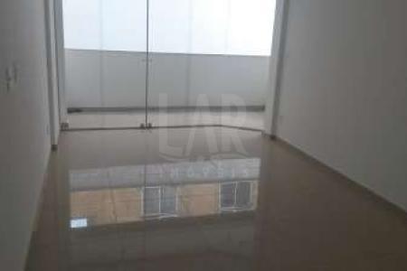 -EXCELENTE LOCALIZAÇÃO, RUA TRANQUILA, PRÓXIMO A VIA DE TRANSITO RÁPIDO. PRÉDIO: 100% revestido, 02 vagas de garagem sob pilotis, elevador, aquecimento solar, água e gás individualizados.  APTO :1° PISO: Sala ampla para 02 ambientes com piso em porcelanato.Varanda. 03 quartos com piso em laminado de madeira. Banho social com piso em  porcelanato  e bancado em granito. Cozinha com piso em porcelanato e bancada em granito. Área de serviço 2° PISO: 01 Sala ampla com piso em porcelanato. Lavabo. Terraço descoberto.  SAIBA MAIS SOBRE ESTE IMÓVEL LAR IMÓVEIS LTDA. - Telefone: (31) 3232-2001 Av. Alameda das Palmeiras, 717 - São Luiz  Pampulha - BH - MG  SITE: www.larimoveis.com.br  EMAIL: lar@larimoveis.com.br
