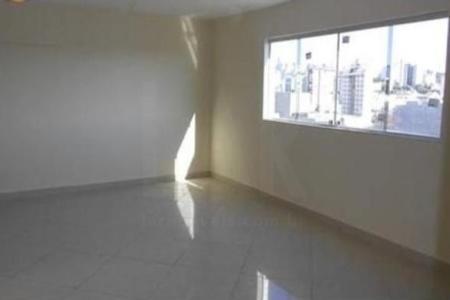 PRÉDIO: Recuado, 100% revestido em cerâmica, portão eletrônico, 02 vagas de garagem. APTO: Sala com piso em porcelanato. 03 quartos com piso em porcelanato, sendo 01 com varanda. Banho social suíte com bancada em granito e piso em porcelanato. Cozinha com bancada em granito e piso em porcelanato. Área de serviço com piso em porcelanato.  2°NÍVEL: Sala com piso em porcelanato. Área livre com pia e churrasqueira.  Venha fazer um bom negócio!!!