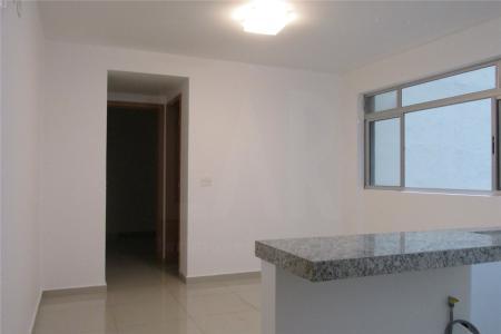 Excelente apartamento com 45m²; sala para 02 ambientes com piso em porcelanato; 01 suíte, com piso em porcelanato, armários; banho com piso em porcelanato, bancada em granito, armários e box; cozinha americana, com piso em porcelanato, bancada em granito, armários; área de serviço. Prédio novo; totalmente revestido em textura; hall social decorado; portaria 24h; lazer com salão de festas, espaço gourmet, espaço fitness, sauna, piscina, jardins; 04 elevadores; 01 vaga de garagem livre. Visitas acompanhadas.    Atualizado em 19/11/2017.