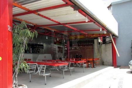 Loja com 570 m², sendo 250m de piso, e 320m² de mezanino, em contra piso; 1 banho, a receber acabamentos finais.  Excelente localização: Avenida Nossa senhora do Carmo, sentido Savassi.