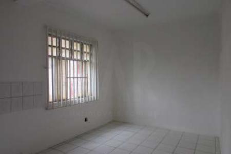 Sala com 40m² sem banho, piso em taco.  Esquina rua Curitiba.  Obs. Imóvel não possui condomínio, água e luz são rateadas.    Atualizado em 03/11/2018.