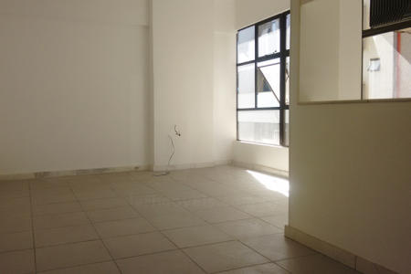 Conjunto com duas excelentes salas, mas que podem ser alugadas separadamente.  Cada sala apresenta: área de 26,60m²; piso em cerâmica; um aparelho de ar-condicionado e 1 banho com piso e bancada em granito e armários.  Prédio comercial totalmente revestido em cerâmica; estacionamento rotativo com manobrista; galeria de lojas; portaria das 7h30 às 20h; sistema de câmeras de vigilância; controle de entrada através de 3 catracas; 3 Elevadores.    Atualizado em 06/09/19