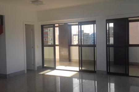 Prédio revestido em granito, esquadrias em alumínio, janelas com venezianas, interfone, elevador social, guartia, porteiro físico 12h, piscina, área livre, pilotis, hall social decorado, sol da manhã, jardins, portão eletrônico, plano. COBERTURA COM APROXIMADAMENTE 341m²: -1º nível: - 01 sala para 02 ambientes com piso em granito e varanda fechada em blindex com piso em granito - lavabo com armário, bancada e piso em granito - 04 quartos com armários e piso granito - 04 suítes com armário, box blindex, piso em granito sendo 01 suíte master com sacada - cozinha com armários, bancadas e piso em granito - área de serviço com piso em granito - DCE com piso em granito - 2º nível: - 01 sala com piso em granito - 01 quarto com armário - 01 suíte com armário, box blindex e piso em granito - área livre com piscina, espaço gourmet com churasqueira, armário, bancada e piso em granito - 06 vagas de garagem paralelas cobertas e demarcadas    Atualizado em 22/07/2017.