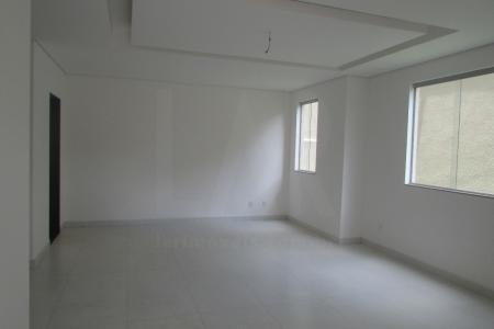1º Nível: Sala para 02 ambientes com piso em porcelanato. Lavabo. Cozinha ampla. Área externa gramada com 80m². 2º Nível: 03 quartos sendo 01 suíte com closet, pisos em porcelanato. Banho social.  Venha fazer um bom negócio    Atualizado em 20/01/2018.