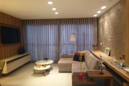 Excelente Área privativa de 03 quartos,  com ótima localização aproximadamente 120 m², mobiliado, fino acabamento, mobília nova, ENTRE SANTA CATARINA E CURITIBA, com uma ótimo área verde, rua plana.  Imóvel constituído de uma sala ampla para 2 ambientes, com painel na parede, com projeto de iluminação, com varanda frontal, com fechamento em blindex; 3 quartos amplos com armários planejados, ótima iluminação, sol da manha.  Banho social e suíte com bancada em granito, armários, Box.   Cozinha estilo americana com bancada em granito, com armários forrados, e amplo espaço. Excelente área privativa coberta, com fino acabamento, com churrasqueira elétrica.  Área de serviço arejada  e clara com DCE. Prédio totalmente revertido em Blindex; portaria 24 Hrs, interfone; lazer completo , com  quadra de esportes e salões de festa, churrasqueira, academia , sauna, 02 piscinas, playground ; hall decorado,; 02 elevadores; 02 vagas de garagem, em linha , cobertas e demarcadas.    Atualizado em 22/09/2017.