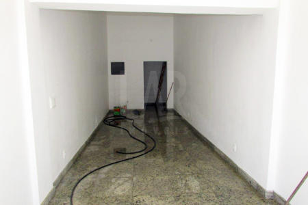Excelente loja comercial com 45m² constituída em 01 banho, piso todo em granito,loja nova,ônibus porta em um excelente ponto comercial.