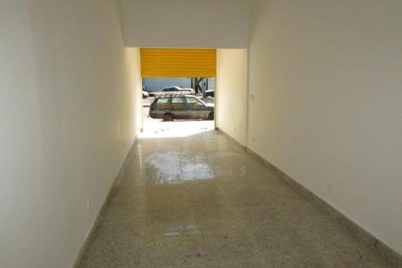 Excelente loja comercial com 45m² constituída em 01 banho, piso todo em granito, loja nova, ônibus porta em um excelente ponto comercial.