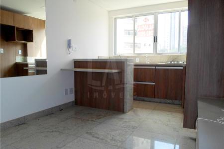 **** MOBILIADO****  Excelente apartamento com área de 30 m², composto de sala com painel, piso em granito, cozinha americana com bancada, armários e fogão Cooktop, lavabo com armário, banho com piso em granito, box, quarto com piso laminado, armário, painel, espelho, gás canalizado, aquecimento solar.  Edifício imponente, todo revestido em porcelanato, 15 pavimentos, 06 unidades por andar, 02 elevadores, portaria 24 horas, portão eletrônico, sistema de segurança equipado com câmera, quadra poliesportiva, vestiário, jardim, cozinha, 01vaga coberta livre.   Bem localizado no bairro Funcionários, entre Av. Getúlio Vargas e Av. Afonso pena, vários pontos comerciais, restaurantes, pontos de ônibus, fácil acesso.   MOBÍLIA (FOGÃO, GELADEIRA, TV E CAMA)