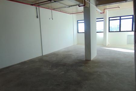 Excelente localizacão. Prédio comercial 100% revestido em granito bruto e vidros temperados. Sala: 2 salas conjuntas com aproximadamente 158,00m² de área interna com piso em cimento usinado com 3 banhos e 60m² de área externa com piso anti derrapante.    Atualizado em 23/05/2017.