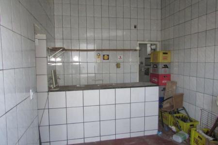 Excelente loja comercial com 28m², constituída em 01 banhos, piso batido, loja toda revestida em cerâmica, com bancada em ardósia, próximo a Av Cristiano Machado, acesso a ponto de ônibus.   Ótimo ponto comercial.    Atualizado em 02/11/2018.