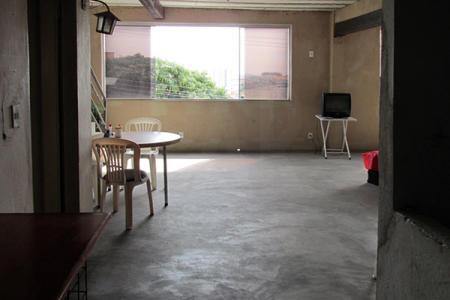Excelente Andar com terraço aproximadamente, 370 m2, arejado, localização privilegiada, várias linhas de ônibus. Imóvel constituído de: Andar com 180 m2, piso cimento liso, frente em blindex, 01 cozinha com armário, 02 banhos, piso cerâmica. Amplo terraço com 120 m2 piso cimento.  Prédio com pintura texturizada, 03 pavimentos.    Atualizado em 11/06/2019.
