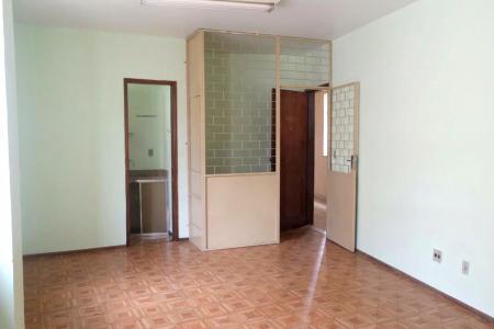 SALA COMERCIAL 24 m² com banheiro - piso em cerâmica  Possibilidade de adquirir uma vaga de garagem coberta no mesmo prédio  Proprietário estuda permuta com apartamento região Leste no valor médio de 200 mil    Atualizado em 23/02/2018.