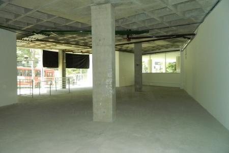 Sala com 205,70 m2; excelente localização, 2 vagas de garagem. Edifício de alto padrão com 8 pavimentos, 100% revestido em granito e pele de vidro, construtora PHV. Excelente localização próximo ao fórum, quartel, Cemig e hospitais.    Atualizado em 13/06/2018.