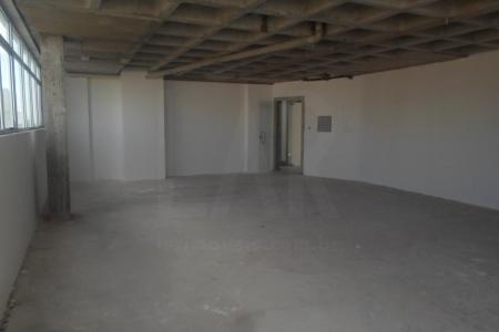 Sala com 97,20 m2; excelente localização. Edifício de alto padrão com 8 pavimentos, 100% revestido em granito e pele de vidro, construtora PHV. Excelente localização próximo ao fórum, quartel, Cemig e hospitais.  O imóvel possui duas vagas de garagem disponíveis que serão cobradas a parte, cada vaga no valor de R$250,00 mensais.    .