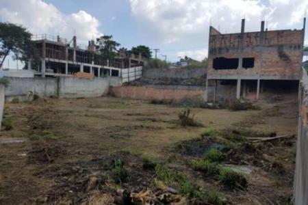 Excelente área no centro de Contagem. Área de 2.500m² situada no bairro São Gonçalo próximo ao Centro de Contagem. Terreno ideal para construção de prédios ou condomínio.    Atualizado em 27/07/2018.