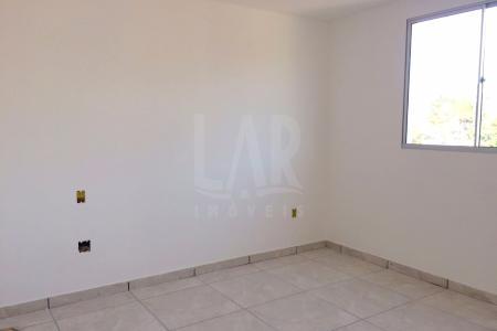 Prédio pequeno em final de obra de apenas 8 apartamentos, medição de água individualizada, apartamento de 2 quartos grandes, sala para 2 ambientes, banho social, cozinha e área de serviço, com todos os pisos em cerâmica, 1 vaga de garagem demarcada