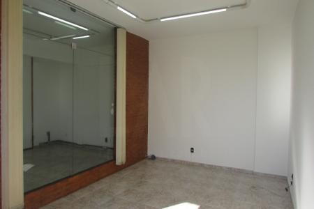 Excelente sala em ótima localização com aproximadamente 125m² constituída de 04 salas sendo 01 para 02 ambientes, porta grande e blindex, piso cerâmica; 03 lavabos.  Prédio 100% revestido em pastilhas.  Localização: Esquina com Av Augusto de Lima