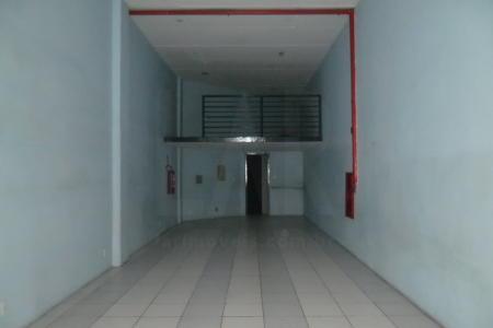 Loja com 65m², PE direito de 4,30m², piso em cimento liso, 01 banho, 01 porta de aço, 01 vaga de estacionamento. Localização: próximo ao Carrefour.    Atualizado em 14/06/2018.