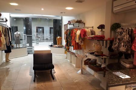 Excelente localização   Loja no melhor ponto do bairro , situada no 2 º piso , com aproximadamente 50m² sendo 30 m² de loja com piso em porcelanato , sistema de iluminação e 20 m² de mezanino    Atualizado em 18/07/2018.