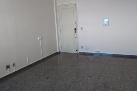 Excelente localização, prédio recuado. Portaria 24h ,conjunto de 3 salas de 31,09m² cada unidade, com piso em granito ótimo acabamento, ar condicionado, três banhos e 2 vagas de garagem em linha.    Atualizado em 26/07/2018.