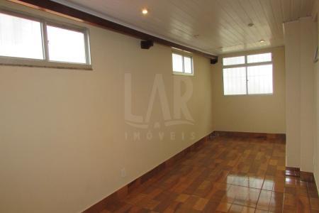 Excelente apartamento de 70m² com ÁREA PRIVATIVA, ótima localização, fácil acesso, próximo as principais vias da região. Próximo à escolas, farmácias e supermercados. Ao Lado da Avenida Portugal, no melhor ponto do Santa Amélia. Apartamento constituído por 01 sala ampla com piso em cerâmica para 3 ambientes, e uma sala com piso em laminado para 2 ambientes, teto com rebaixamento em gesso e janelas amplas, apartamento arejado e com ótima iluminação. 02 quartos com piso laminado, excelentes armários. Banho social com bancada em Mármore parede revestida de cerâmicas, espelho, box blindex.  01 cozinha com piso de cerâmica, com ótimos armários sob bancada em granito, com área de serviço. Excelente Área privativa com piso em cerâmica, bancadas em mármore e churrasqueira de tijolos. Prédio com a frente revestida em pintura texturizada , interfone, portão eletrônico, hall de entrada decorado, 01 vaga de garagem presa, coberta.    Atualizado em 21/01/2018.