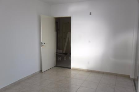Excelente apartamento 59M², em ótimo localização, próximo a Av. Miguel Perrela, Sup. EPA.  Constituído por 01 sala  ampla e arejada para dois ambientes, 02 quartos amplos ,01 banhos sociais,  com bancada em granito,  armários,  e Box blindex, ampla cozinha estilo americana, toda planejada com armários, bancada em granito,  Área de serviço fechada. Piso dos quartos, sala, banho e cozinha em cerâmica. Prédio com portão eletrônico, portaria 24 horas, área goumert,churrasqueira, quadra, 01 vaga de garagem coberta livre sob pilotis.    Atualizado em 18/02/2018.