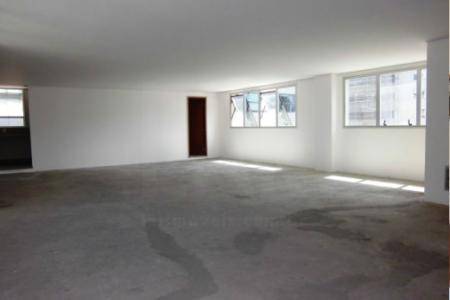 Localização privilegiada, próximo à Av. Getúlio Vargas e ao Shopping Pátio Savassi. Prédio: Pronto. :6 pavimentos, fachada em vidros refletivos, portaria, elevador, vagas de garagem, terraços descobertos com jardins, banheiros acabados em todos os andares. 02 sub-solos de garagem, sendo: 1º-  com 4 vagas; 2º - com 5 vagas.  Composta de salas disponíveis: sala 201 com 59,76m². sala 301 com 191,97m², sala 401 com 50,22m²+89,41m² (terraço) = 139,63m².    Atualizado em 29/11/2018.
