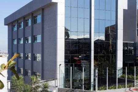 Excelente prédio comercial 2110m², ótima localização, frente para avenida Raja Gabaglia, constituído de 7 andares com aproximadamente 300m², sendo 1 subsolo e 1 terraço, fino acabamento, fachada em blindex ,  31 vagas diferenciadas, pronto para o seu negocio.    Atualizado em 07/11/2018.