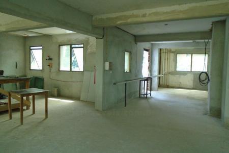 Próxima à Av. Raja Gabaglia e Hospital Madre Tereza. Prédio:Revestido em granito e vidros refletivos. Área total de 3.245 m², 15 pavimentos com 2 lojas, estacionamento privativo (2 pavimentos) e andares corridos (11 pavimentos). Portaria, elevadores, interfone, portão eletrônico. Loja com 52 m² de área privativa coberta. 01 banheiro. Vaga disponível para a loja: 01 no valor de R$ 50.000,00.    Atualizado em 01/12/2018.