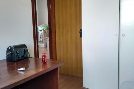 Excelente apartamento com aproximadamente 90M², ótima  localização Paralela a AV. Fleming, fácil acesso a Antônio Carlos Abrahão Caram há cinco minutos da Faculdade UFMG.  Constituído por 1 sala amplas e arejadas para dois ambientes com varanda, 03 quartos arejados  com armários embutidos, 02 Banhos sendo um social,e um suíte todos  revestidos em cerâmica,e lavabo em granito e box blindex. Ampla cozinha arejada com armários, e área de serviço fechada. Piso dos quartos e sala em laminado de madeira,cozinha e banhos em cerâmica. prédio com piscina, salão de festas, espaço gourmet, prédio  todo revestido em pastilhas de cerâmica, com  01 vaga de garagem coberta livre.    Atualizado em 13/06/2018.
