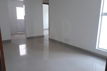 Prédio com a frente 100% revestida! Excelentes apartamentos de 02 quartos, sendo 01 semi suite. Piso em porcelanato. Água, luz e gás individuais.
