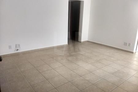 ÓTIMA LOCALIZAÇÃO - PRÓXIMO AO PARAGEM / VERDEMAR Prédio recuado, fachada em cerâmica, laterais e fundos em pintura, jardim frontal, portaria eletrônica, 1 vaga coberta livre. Apto: Sala ampla com piso em cerâmica. 2 quartos com piso em cerâmica. Banho social em cerâmica com box em vidro. Cozinha em cerâmica com bancada em granito e armários. Área de serviço.    Atualizado em 16/03/2018.