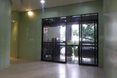 Loja em empreendimento, de aproximadamente 55 m² , situado próximo da Avenida Amazonas, Rua Timbiras e Rua Aimorés e do Colégio Santo Agostinho, com fácil acesso, com piso em cerâmica, muito bem iluminada, interfone, esquadrias em alumínio, persianas novas, e ar-condicionado.Possui dois banheiros.Portaria 24h Prédio com dois elevadores e sistema de segurança.