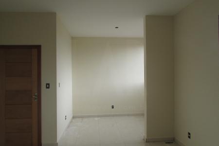 *** EXCELENTE LOCALIZAÇÃO ***  Prédio : 100% revestido em cerâmica e granito, portão eletrônico, interfone, elevador e 02 vagas.  Apartamento : Sala para 02 ambientes com piso em porcelanato. 03 quartos com piso em laminado, sendo 01 suíte. Banho social e suíte com piso em cerâmica e bancada em granito. Cozinha com bancada em granito e piso em cerâmica. Área de serviço.