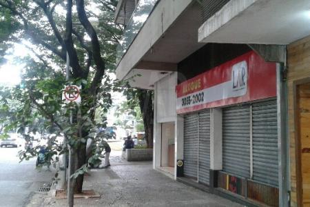 Excelente loja de esquina 240m², ótima localização comercial na Savassi, sendo frente para Rua Paraíba 10m, frente para Av. Getúlio Vargas 15m, frente para Praça Diogo Vasconcelos 18m, ideal para vários tipos de negócios.    Atualizado em 23/05/2018.