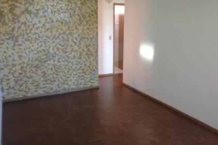 Excelente apartamento com aproximadamente 60M², ótima  localização, há dois quarteirões da Av. Antonio Carlos, fácil acesso a faculdade UFMG, próximo a padarias e vários comércios da região. Constituído por 01  sala ampla e arejada para dois ambientes, 02  quartos,  banho social  com bancada em granito, box Blindex, cozinha arejada com armários embutidos na pia, área de serviço,. Piso dos quartos e sala em taco em ótimo estado de conservação, cozinha e banho em cerâmica,. Prédio com  02 vagas de garagem em linha sendo uma coberta e uma descoberta.    Atualizado em 30/11/2018.