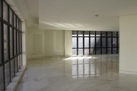 Excelente andar corrido no melhor ponto do bairro buritis, com aproximadamente 300m², fácil acesso, bem localizado, próximo a comércios em geral, ponto de ônibus na porta, próximo ao super Nosso.   Prédio imponente e todo estruturado, com 10 andares de aproximadamente 300 m², com 04 salas amplas e 04 banhos sociais ,  vista definitiva, varanda incorporada, ar condicionado.  Prédio recuado, revestido em pintura, jardim frontal, hall de entrada decorado, portaria, 02 elevadores, 2 vagas de garagem cobertas e livres.    Atualizado em 12/06/2018.