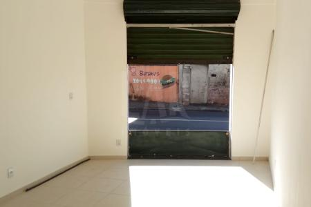 Excelente loja em av principal do bairro, aproximadamente 23 m², reformada, fácil acesso, grande fluxo de veículos e pedestres, próximo a escola Melo Viana.    Atualizado em 26/11/2018.
