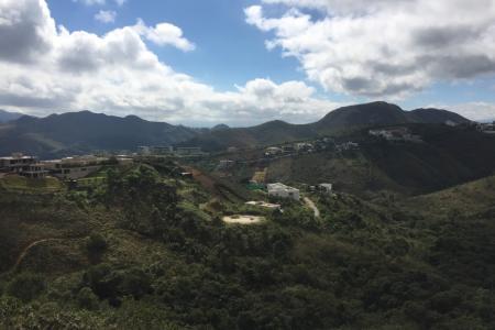 Linda vista para as montanhas !  Lote com área de aproximadamente 1.800 m². Excelente topografia para construção.    Atualizado em 22/11/2018.