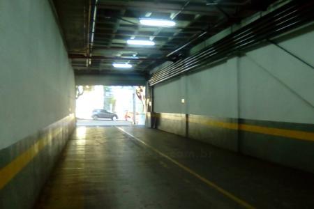 Prédio: Novo, 19 pavimentos, área total 9.761 m², Fachada em granito e vidros refletivos, constituido  de lojas, salas, estacionamento rotativo. Possui elevador para maca.  Localizado próximo Av. do Contorno, Hospital Life Center, Av. Getúlio Vargas e Av. Afonso Pena. 15 Vagas de garagem  autônomas: localização das vagas: 102 a 104, 128 (2º sub solo). 84, 85, 101, 115 a 118, 124 a 126 (3º pavimento).    Atualizado em 24/11/2018.