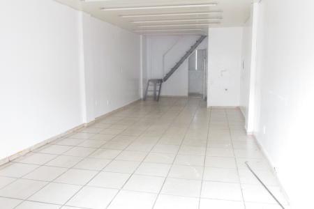 *Grande Oportunidade.*  Ponto muito bom próximo do Centro, em frente o ponto do Move e demais comércios. Loja de 42,08 m² com piso em cerâmica + Mezanino em torno de 30 m². Banheiro com piso em cerâmica.  Loja ótima! Bem localizada, de fácil acesso.  Várias linhas de ônibus bem próximo.    Atualizado em 10/11/2018.
