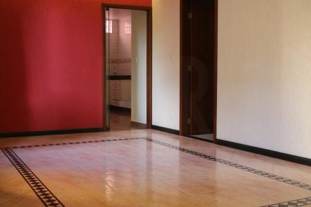 EXCELENTE CASA NO BAIRRO CASTELO!!!! Bem localizada próximo à Avenida Miguel Perrela. Trata-se de um excelente imóvel, com bastante espaço e acabamento de primeira.  São dois andares, sendo o primeiro com duas salas amplas, piso em cerâmica espanhola, sala de TV, cozinha ampla e copa com armários, dispensa e piso em cerâmica.    O segundo andar com 4 quartos com armários novos e piso laminado, 2 suítes com bancada em granito e piso em porcelanato, closet, 02 banhos sociais com bancada em granito, piso em porcelanato, sala íntima e varanda.   A casa também tem uma ampla área externa, com possibilidade para montar espaço gourmet e até piscina. Tem lavanderia, dependência de empregada completa, aquecedor solar. Jardim na entrada principal, jardim de inverno, garagem coberta para 03 carros com espaço para 04. Possui  ótimo espaço acústico para estúdio, montagem de academia, biblioteca, escritório, entre outros.    Atualizado em 24/07/2018.