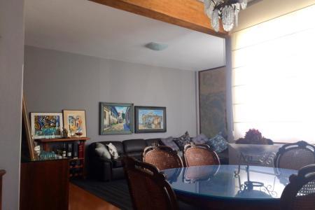 """Ótimo apartamento, 120 m², fino acabamento e localização privilegiada ao lado do Shopping São bento!  Opção com ou sem mobília, todos os ambiente com ar condicionado circuito interno do próprio apto.   Apartamento: Sala ampla em """"L"""", piso em laminado parede decorativa em mármore, janelas amplas e luz natural e ar condicionado; 04 quartos todos com armários e ar condicionado, piso em laminado e muito bem decorado, sendo um suíte com varanda e mais um  somente com varanda integrada com vista panorâmica; banho social e suíte com piso em granito bancada em mármore e box blindex;  cozinha planejada com armários, bancada em granito, eletrodomésticos e dispensa; DCE.  Edifício: Edificio com bela localização,hall de entrada, serviço de portaria 24hr, interfone e portão eletronico, salão de festas e 02 vagas de garagem em linha cobertas e demarcadas.   Imóvel C/mobília: R$ 3.100,00 Imóvel S/mobília: R$ 2.700,00    Atualizado em 13/10/2018."""
