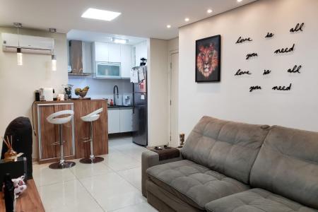 Excelente apartamento com aproximadamente 72 m², ótima localização, próximo ao Mineirão e Mineirinho.  Constituído de uma sala ampla para 02 ambientes com piso em porcelanato, iluminação diferenciada e ar condicionado; 02 quartos com piso em porcelanato, excelentes armários planejados, iluminação diferenciada e closet com excelentes armários; banho social e suíte com revestimento em cerâmica, bancada em granito, box e armários planejados; cozinha com bancada em granito, piso em porcelanato e excelentes armários planejados; área de serviço coberta com armário e sol da manhã.  Área de lazer completa com piscina adulto e infantil, playground, academia, churrasqueira e salão de festas.  Prédio revestido em pastilha com porteiro 24 horas, interfone, jardim, cerca elétrica, portão eletrônico, circuito de TV e uma vaga de garagem descoberta, livre e demarcada.