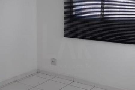 Excelente apartamento com aproximadamente 71m², ótima localização, próximo ao centro de Belo Horizonte.  Constituído de uma sala ampla com piso em cerâmica; 02 quartos com piso em cerâmica; banho social e suíte com revestimento em cerâmica, bancada em granito, box blindex e armário; cozinha americana com bancada em granito, piso em cerâmica e armários; área de serviço coberta com armário e ótima varanda arejada.  Lazer completo com piscina adulto e infantil, academia com modernos equipamentos, salão de festas, churrasqueira e sauna.  Prédio revestido em pintura com interfone, jardim, cerca elétrica, portão eletrônico, porteiro 24 horas, circuito de TV e uma vaga de garagem coberta, livre e demarcada.    Atualizado em 18/09/2018.