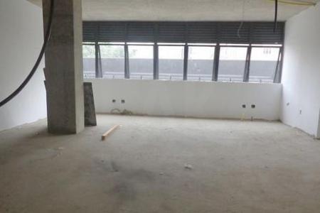 EMPREENDIMENTO DE LUXO NO FUNCIONÁRIOS  90 m² com 01vaga (estacionamento)  Fachadas em granito e placas de alumínio composto (revestimento em ACM). Esquadrias de alumínio anodizado natural.  Benefícios: auditório/sala de convenção, estacionamento rotativo. Segurança: segurança física 24h, CITV, câmeras, alarmes, controle magnético, catracas, 02 elevadores sociais.  Acabamento: piso rebaixado, teto em concreto aparente. 02 banheiros;Estrutura para ar condicionado.    Atualizado em 12/10/2018.