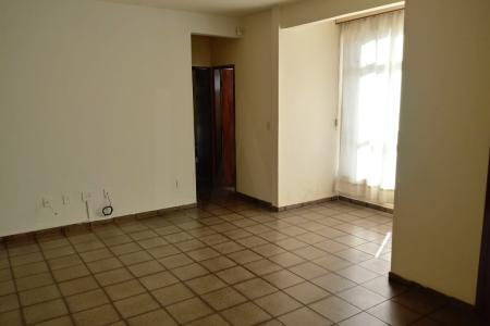 Apartamento, área privativa, de boa localização, de 03 quartos, sala ampla para 02 ambientes. Quartos com armários, banheiros com armários também. Todo em cerâmica.    Atualizado em 01/10/2018.