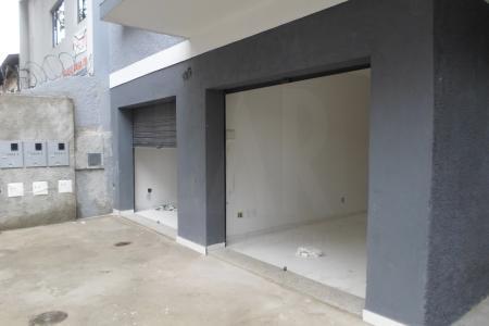 Loja com 35m², com piso em ceramica; 1 banho com piso e bancada em ceramica, recuada;  próximo comercio, rua plana, ótima localização.    Atualizado em 10/12/2018.